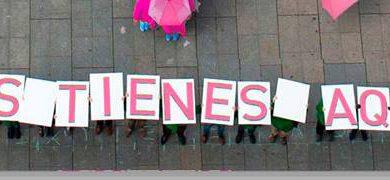 Villaviciosa se suma a la conmemoración del Día Mundial contra el Cáncer de Mama realizando una gran gota humana rosa de solidaridad
